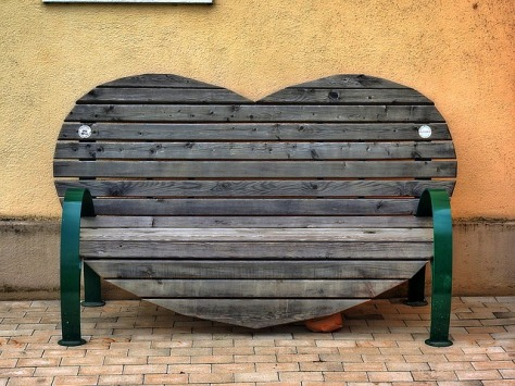 bench-847026_640